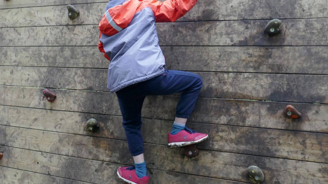 L'escalade pour les enfants : quand et par où commencer ?