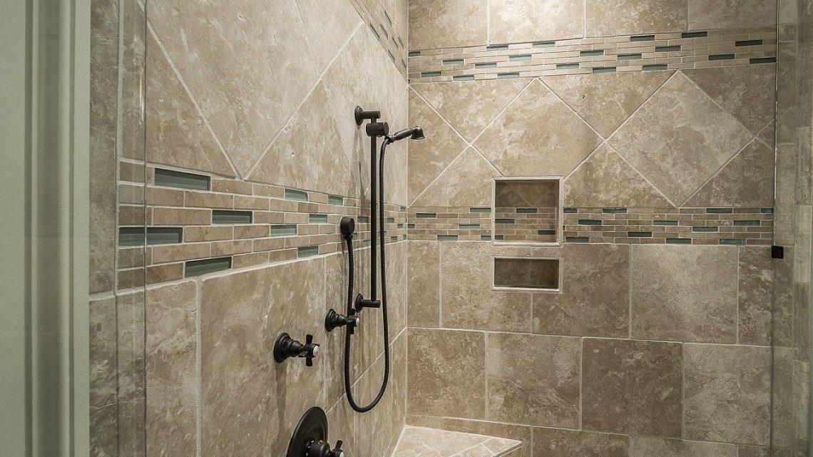 Principales caractéristiques des panneaux de douche