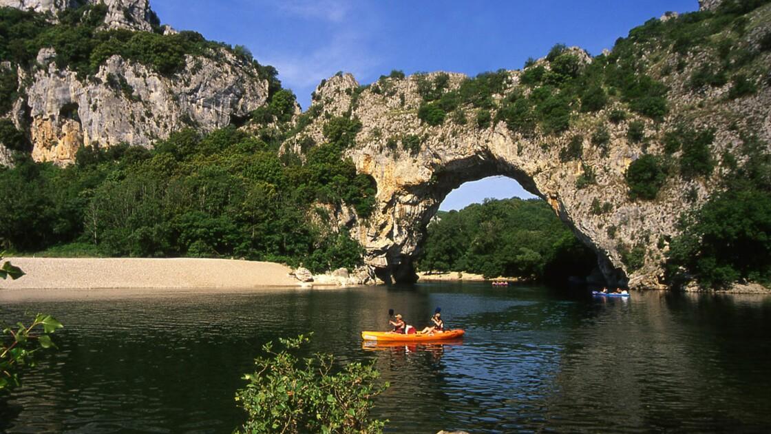 Descendre les gorges de l'Ardèche en canoë